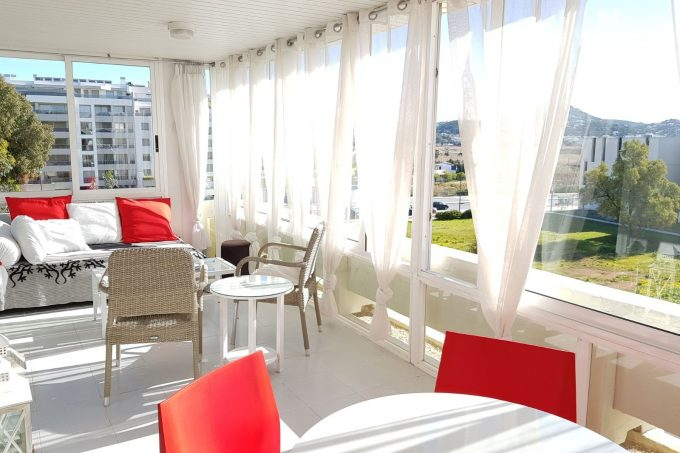 Seasonal rental 2 bedroom apartment Azteca Marina Botafoch