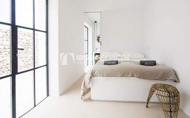 Authentic Ibiza style villa KM5 for 20 people groups perspectiva 21
