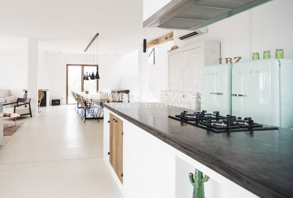 Authentic Ibiza style villa KM5 for 20 people groups perspectiva 23