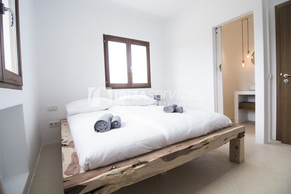 Authentic Ibiza style villa KM5 for 20 people groups perspectiva 25