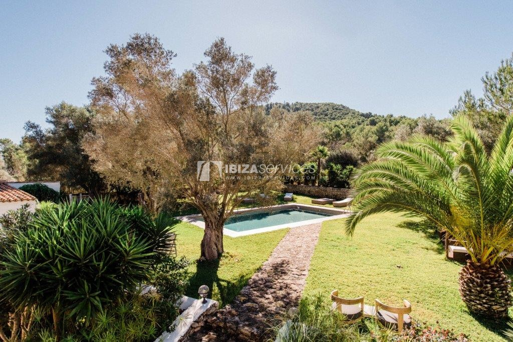 Stunning 220 year finca ibicencan central location