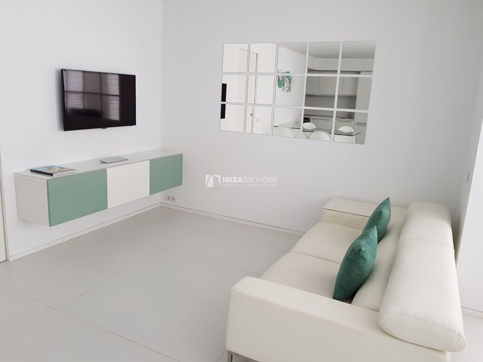 2 bedroom apartment for sale Patio Blanco perspectiva 3