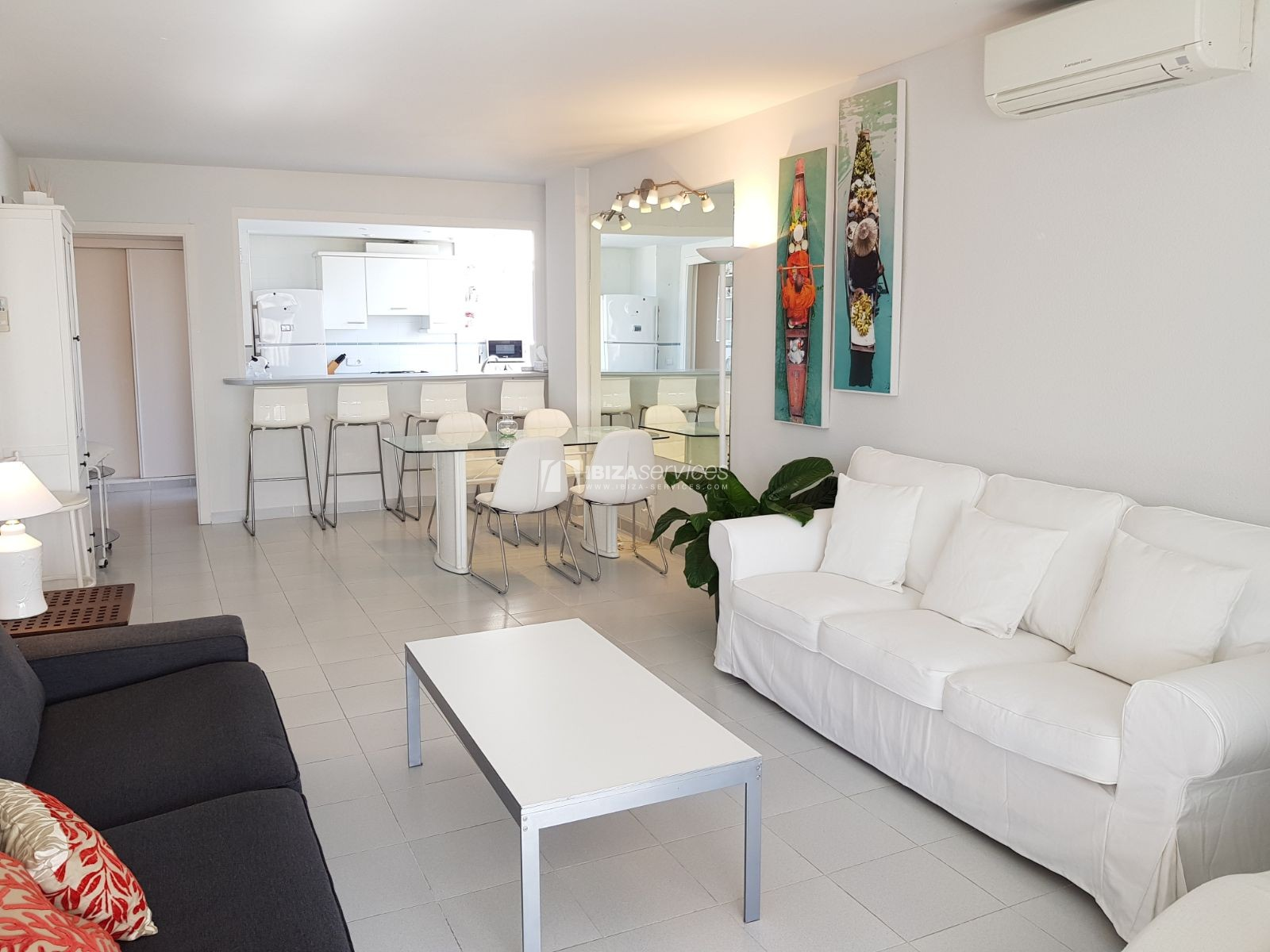 Seasonal rental 2 bedroom apartment Azteca Marina Botafoch perspectiva 3