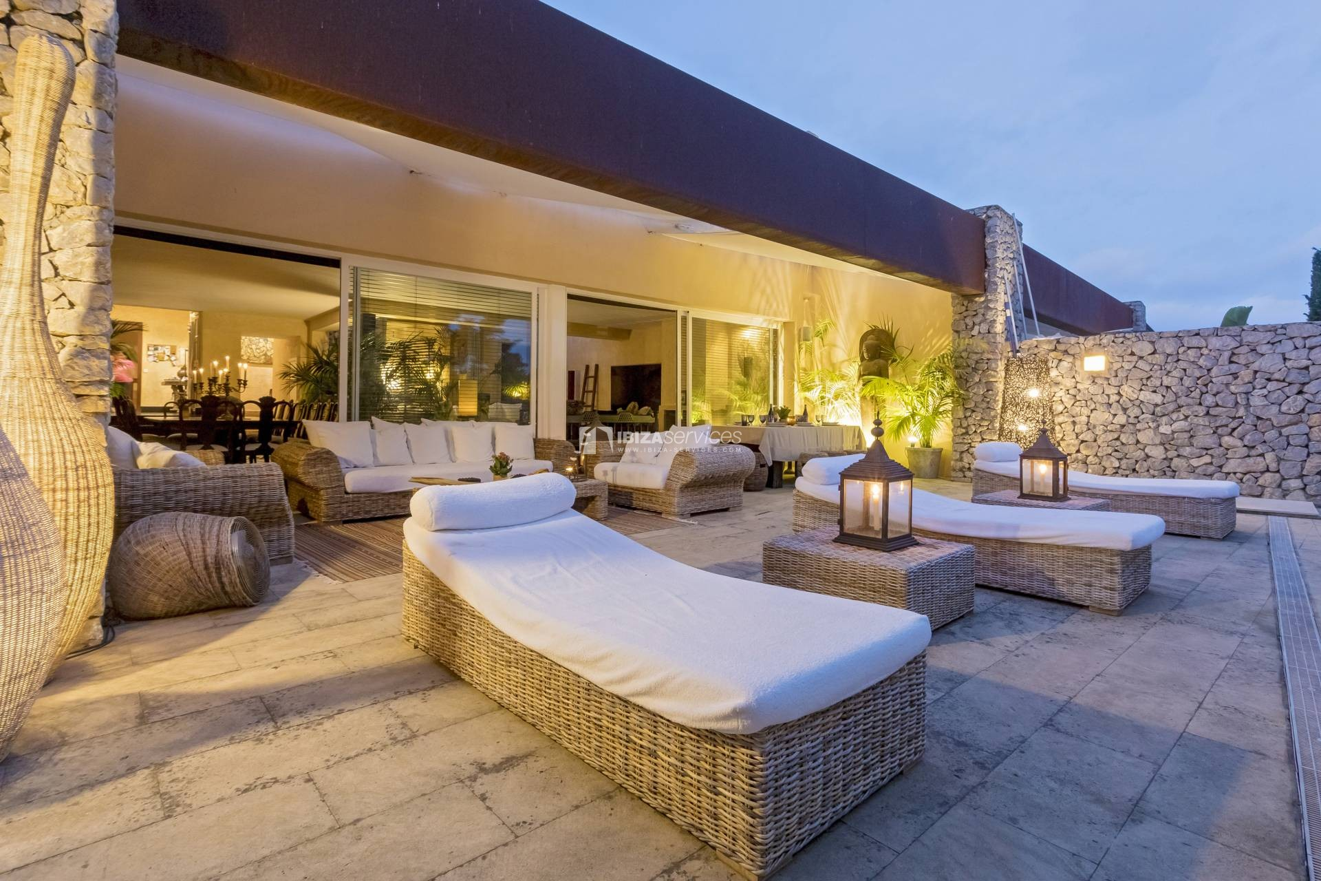 Bali style villa for sale Roca Llisa perspectiva 1