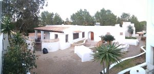 Beautiful Ibicenco style bungalow for sale in Cala Vadella