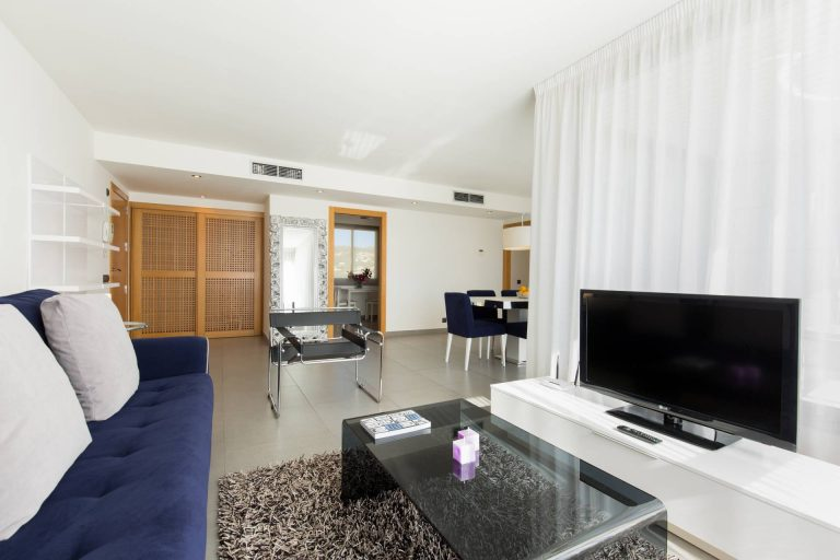 Ibiza Town, paseo martimo 4th floor 3 bedroom apartment for rent