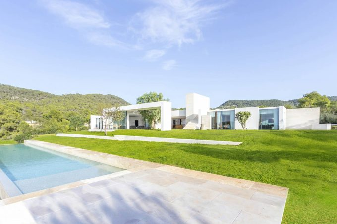 Villa Los Almendros by Isabelle Stanislas architect 4 bedroom villa