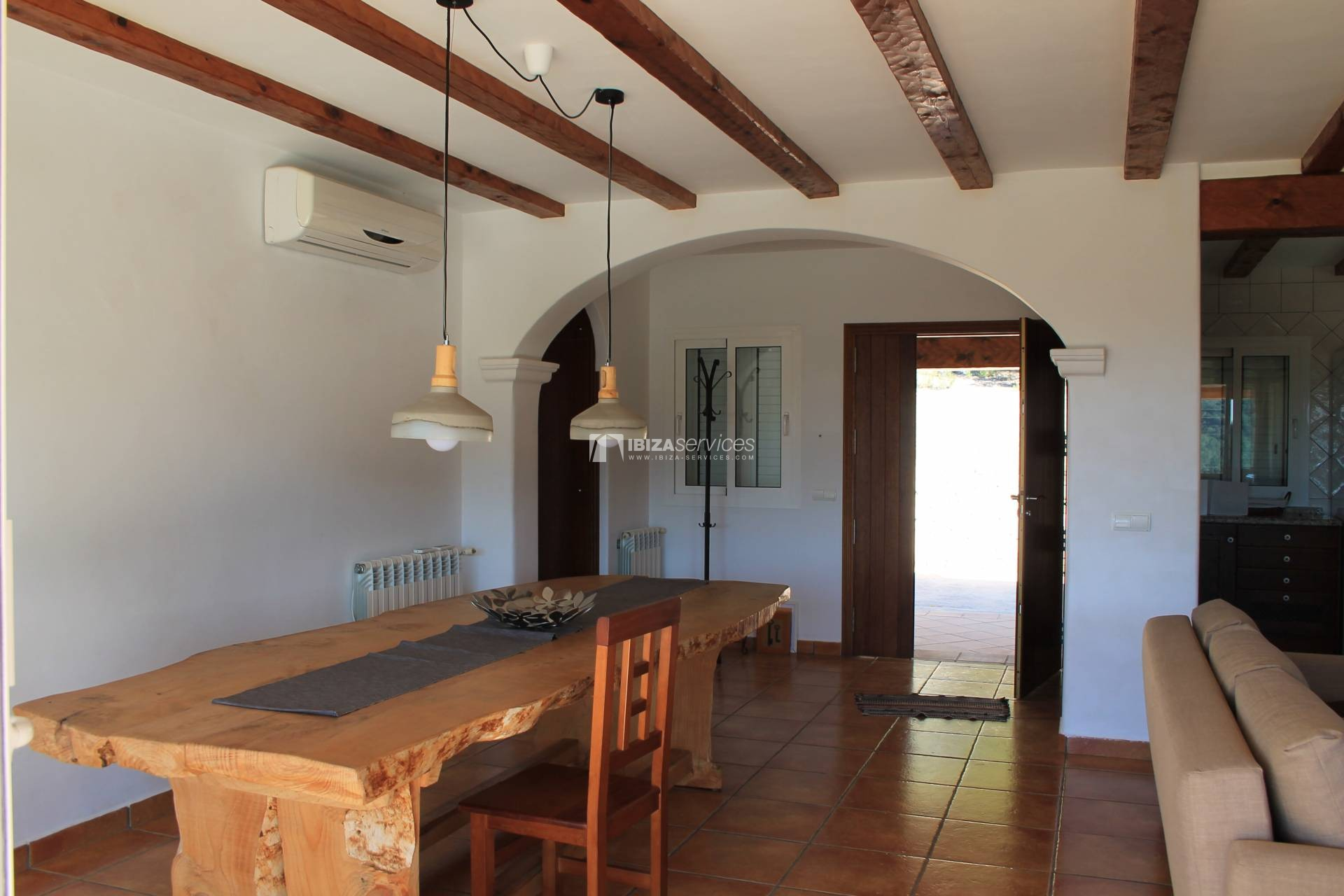 Traditional villa for sale at Km5 with sea view perspectiva 4