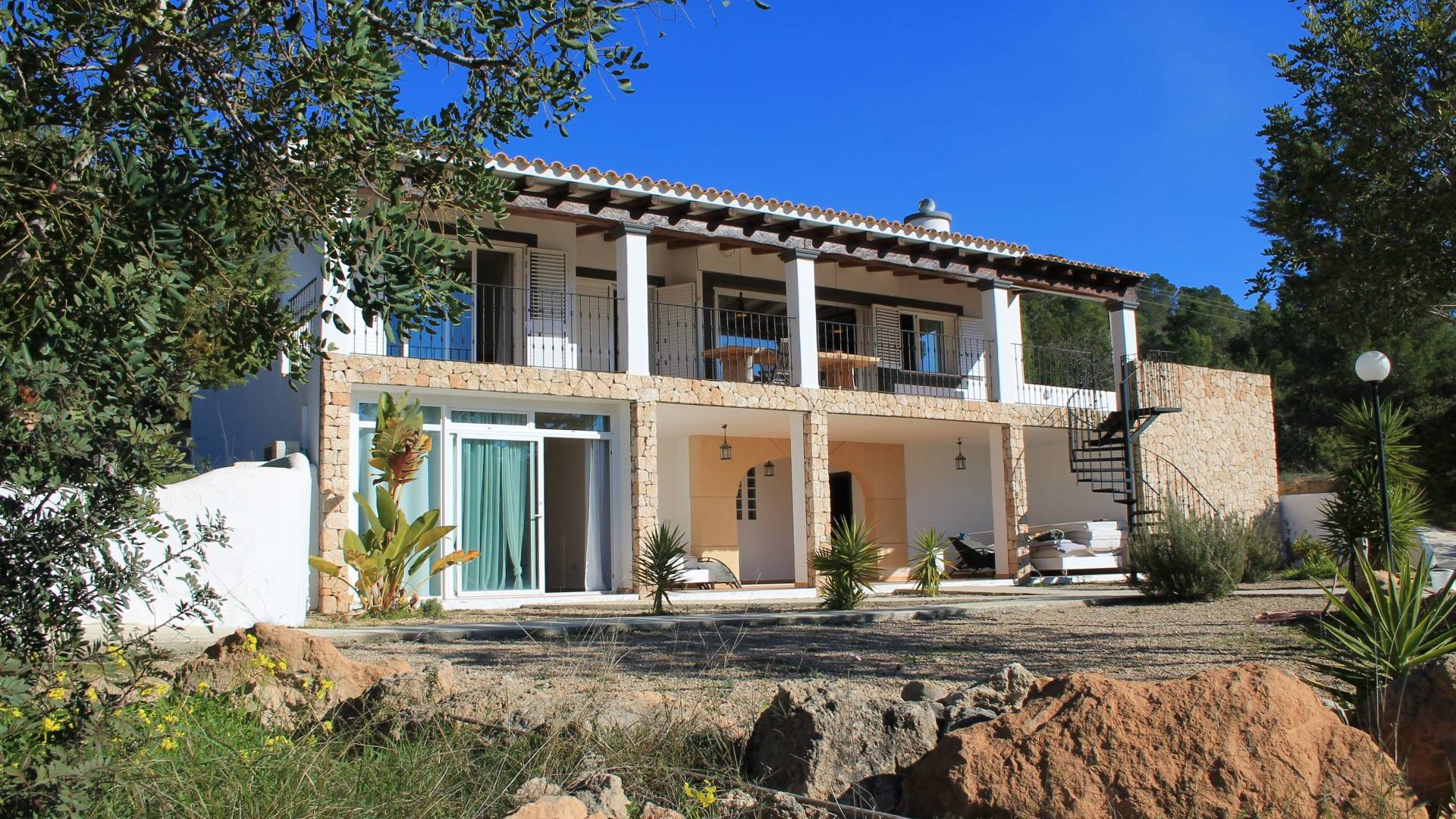 Traditional villa for sale at Km5 with sea view
