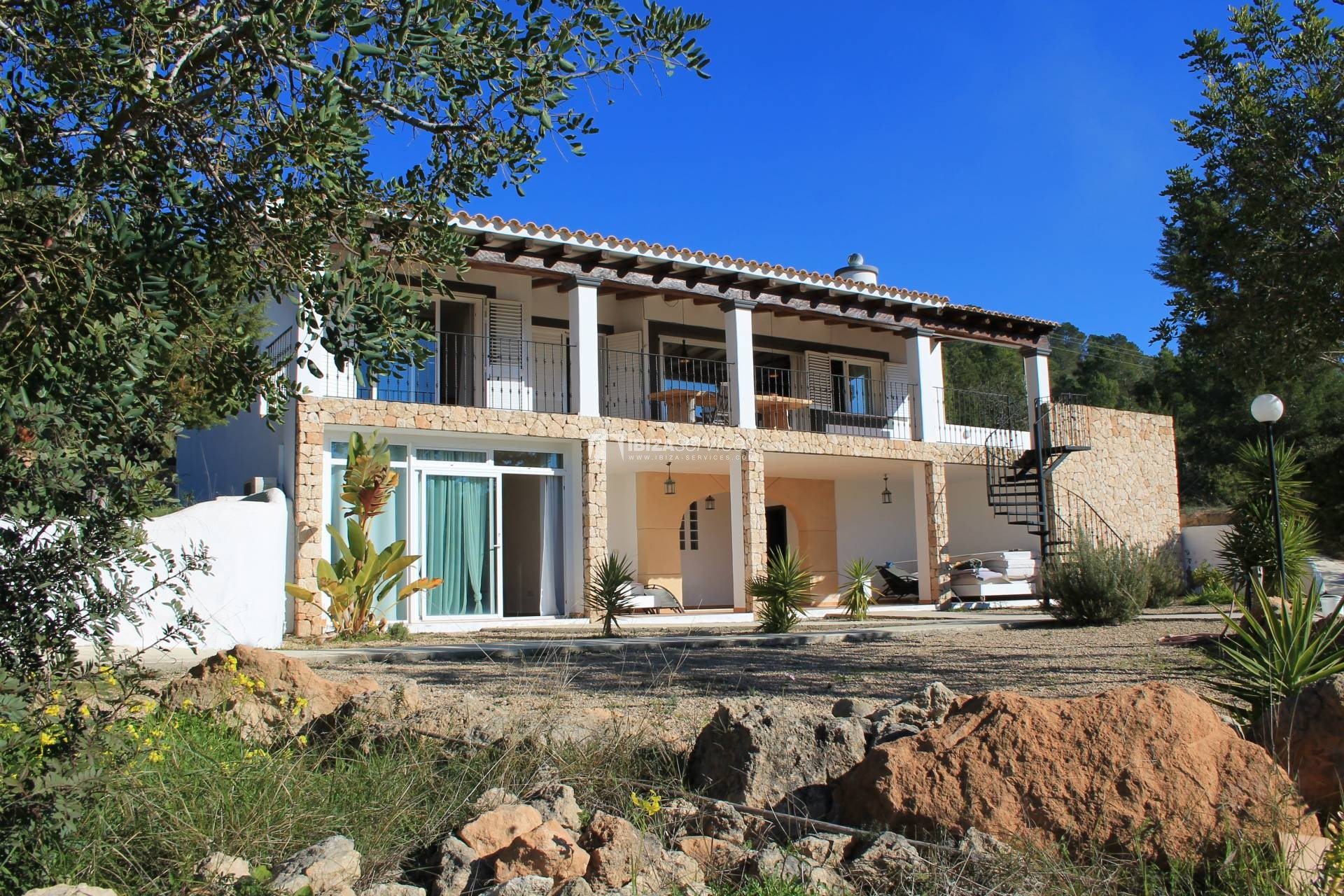 Traditional villa for sale at Km5 with sea view perspectiva 3
