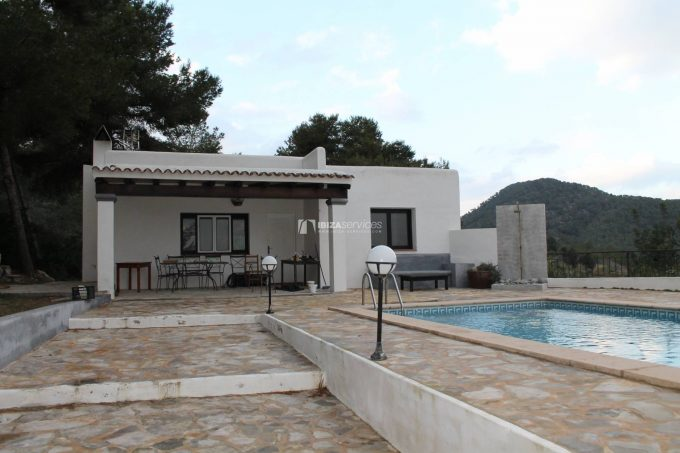 Km4 house for yearly rent with sea views from the pool area