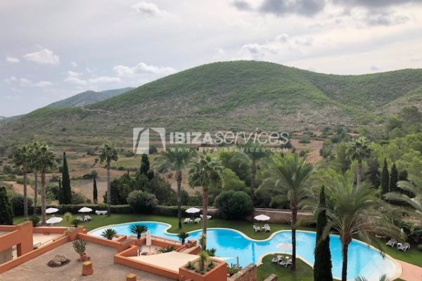 Beautiful penthouse for sale Roca Llisa with mountain views