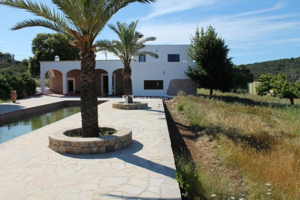 Rustic finca large plot and pool for sale Sant Mateo