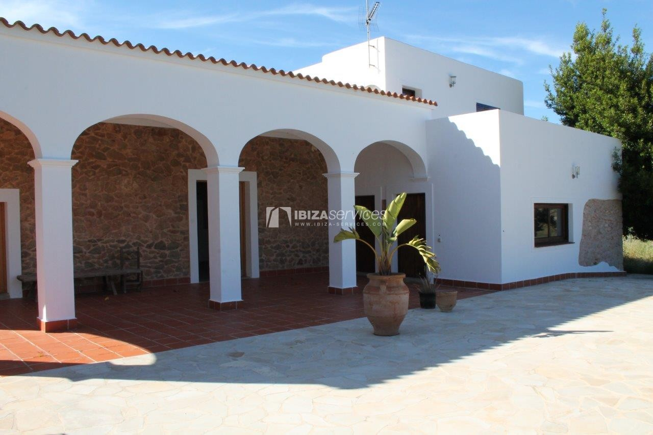 Rustic finca large plot and pool for sale Sant Mateo perspectiva 2