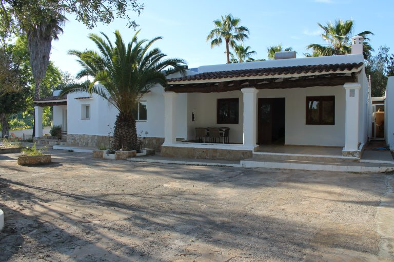 House for rent with tennis court in Sant Rafael