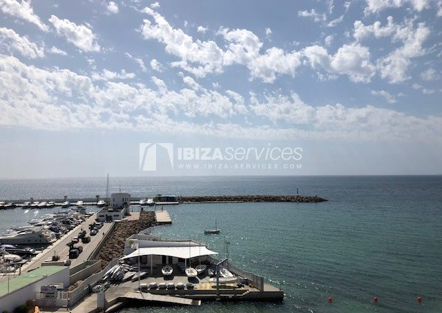 Yearly rental apartment first sea line in St.Eulalia