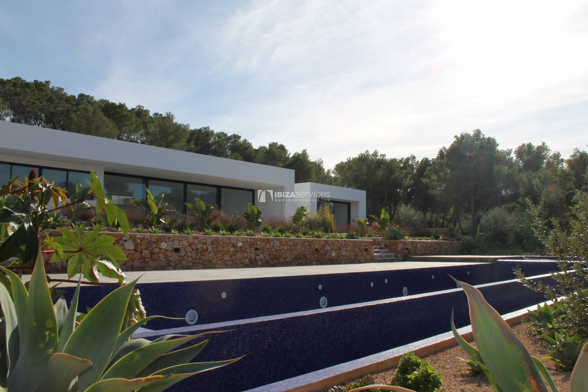 Buy brand new 5 bedroom modern villa in San Agustin Ibiza. perspectiva 3