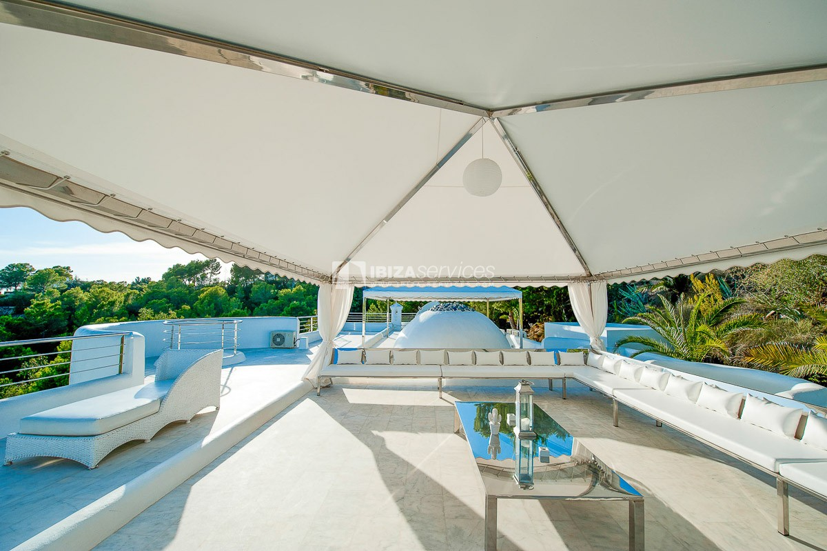 Grand Villa overlooking the Bay of Cala Jonda