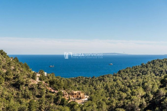 Sea view villa in the prestigious golf course Roca Llisa