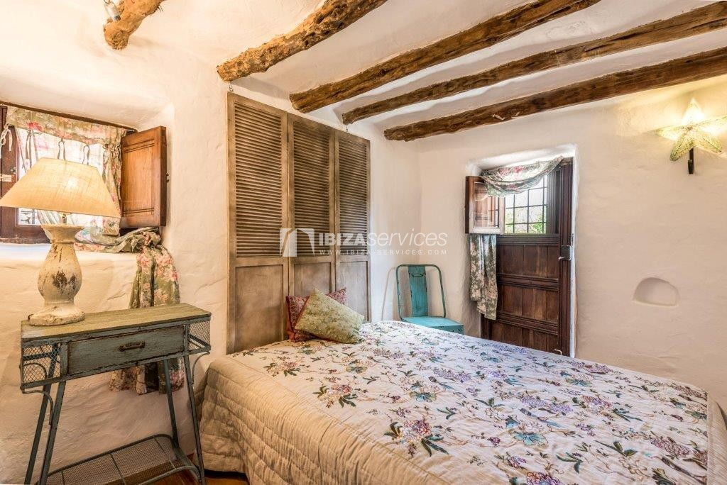 Lovely restored Finca natural beauty and elegance perspectiva 7