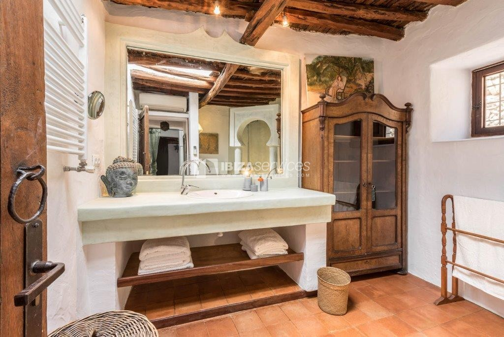 Lovely restored Finca natural beauty and elegance