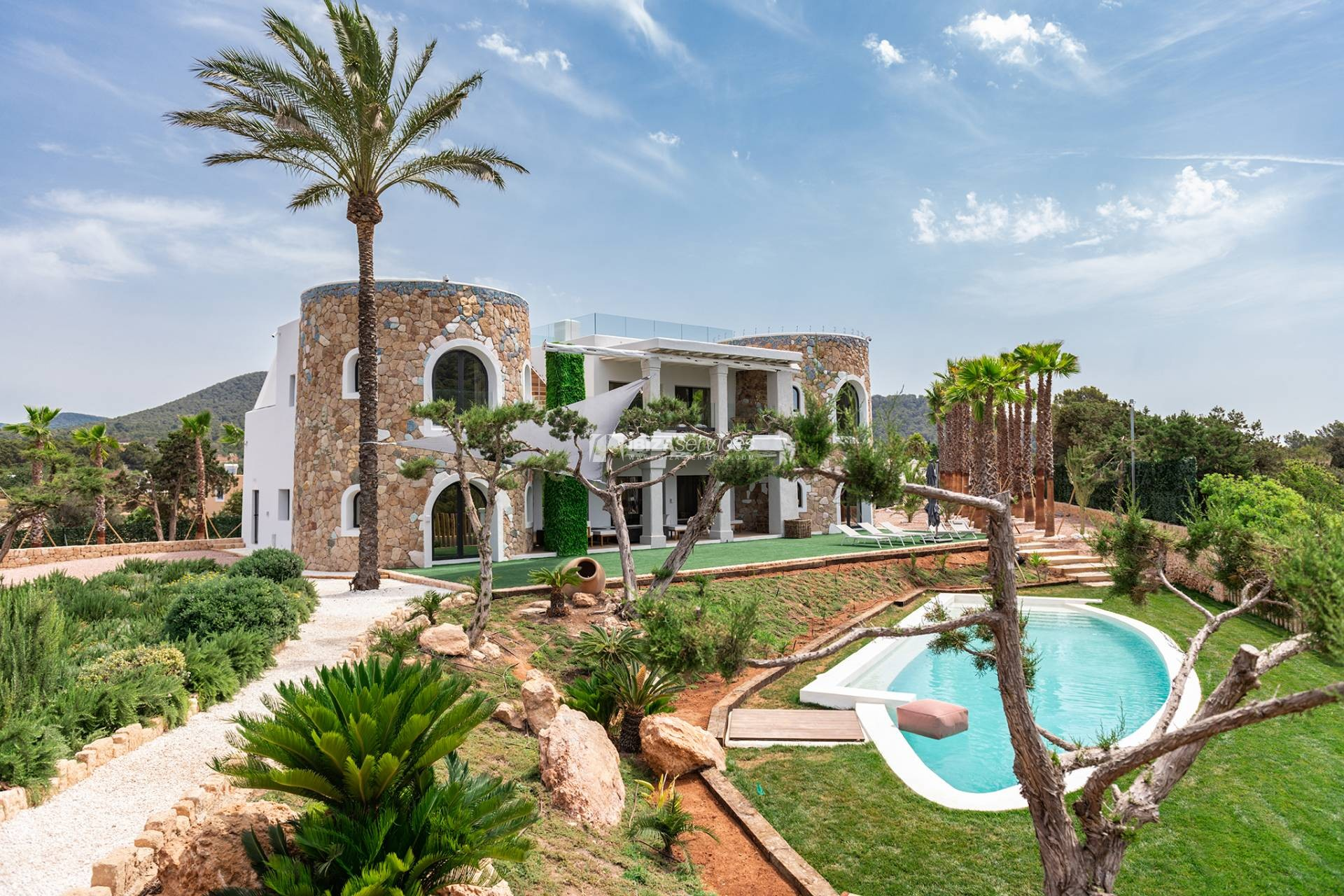 Brand new modern villa Cala Jondal close to Blue Marlin perspectiva 1