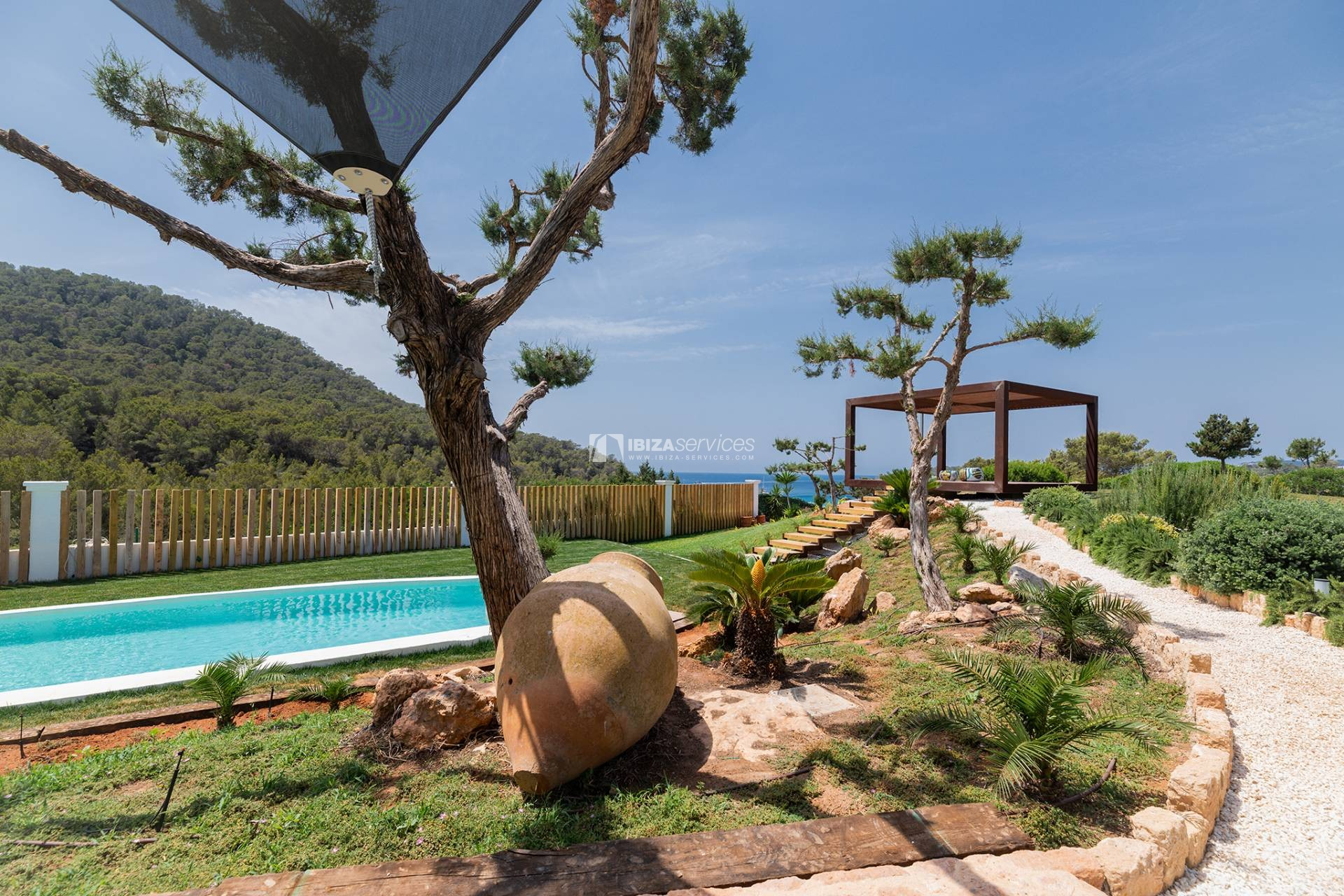 Brand new modern villa Cala Jondal close to Blue Marlin perspectiva 2