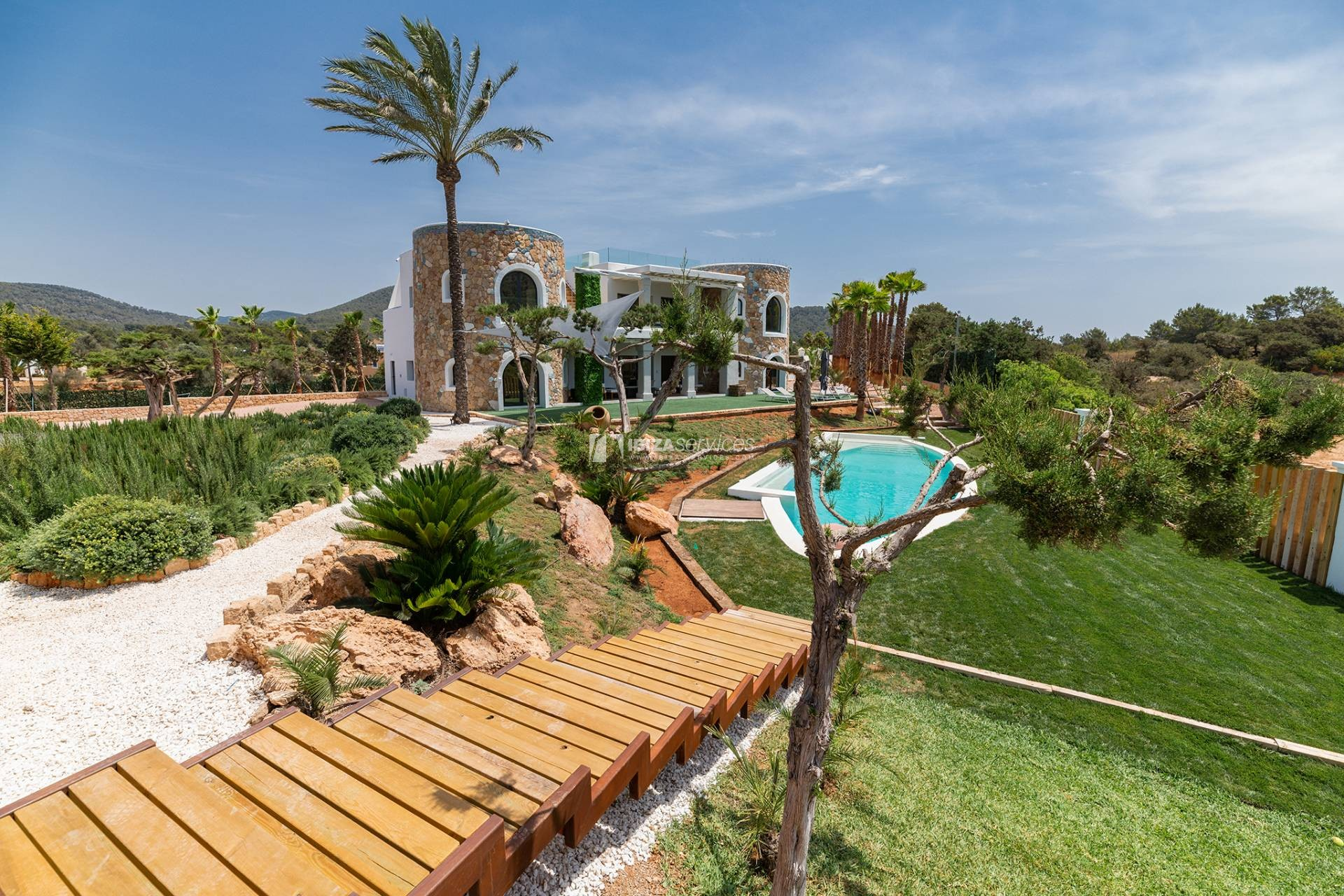 Brand new modern villa Cala Jondal close to Blue Marlin perspectiva 4