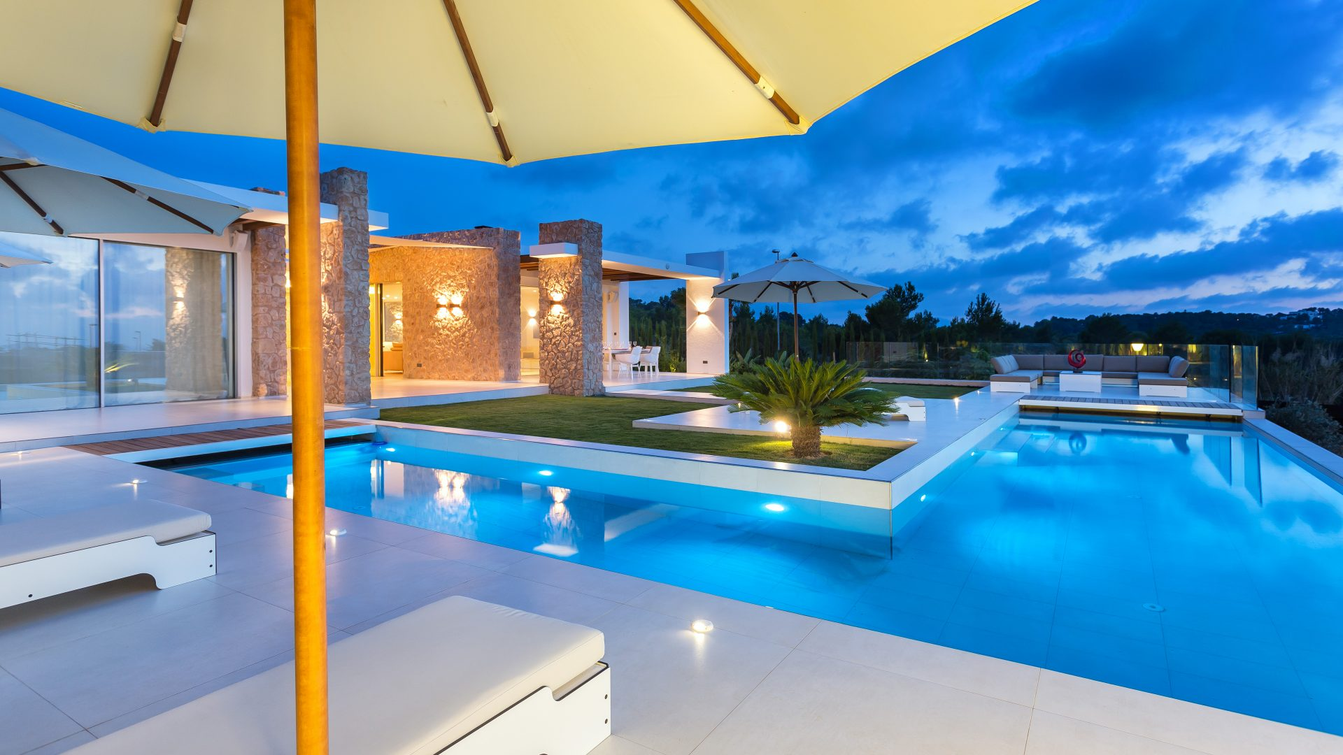 High quality newly built villa with sea views and sunset