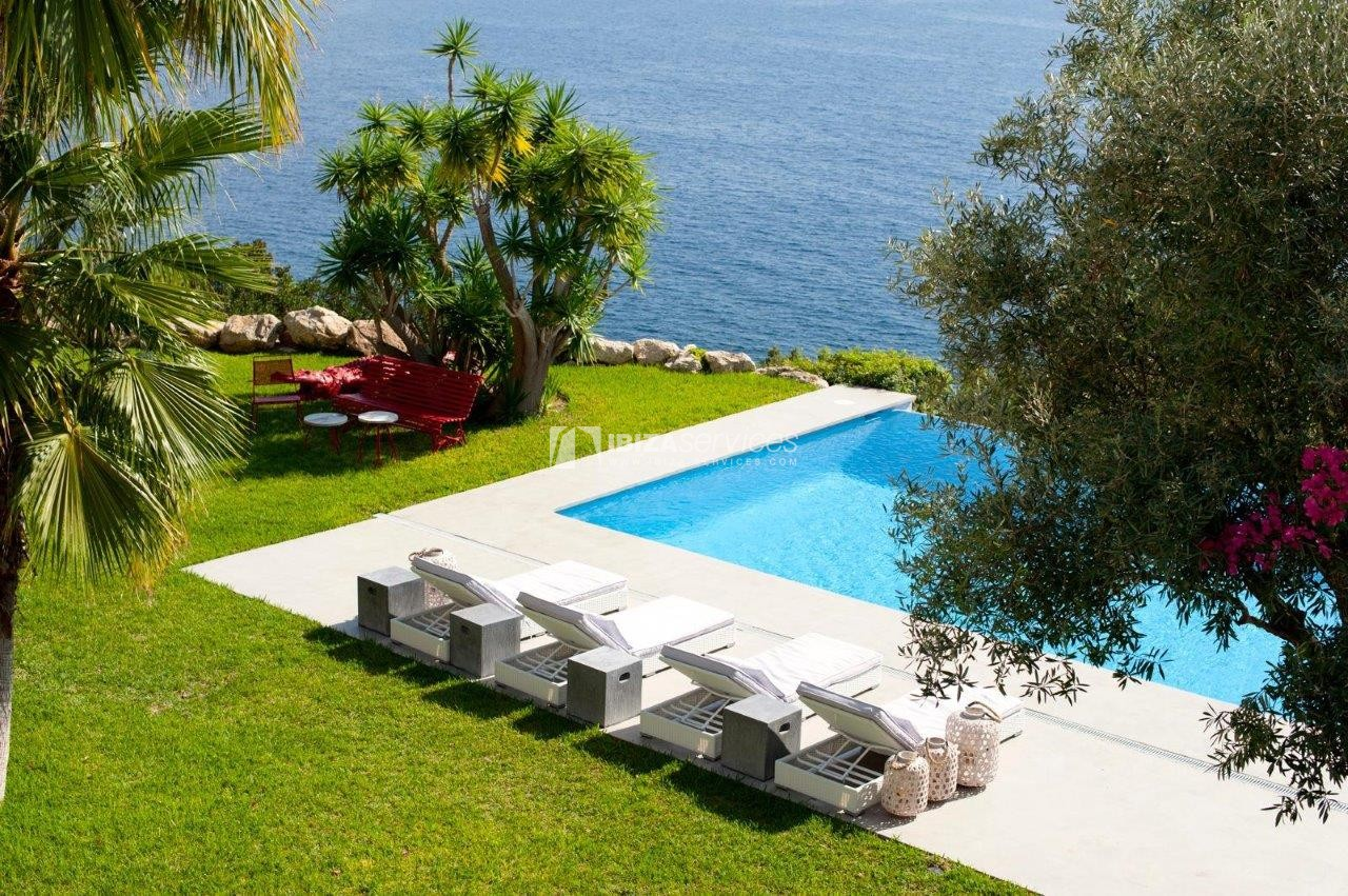 Rent a luxury 6 bedroom villa in Es cubells perspectiva 2
