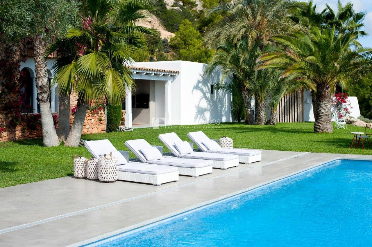 luxury 6 bedroom villa Es cubells holidays rental perspectiva 12