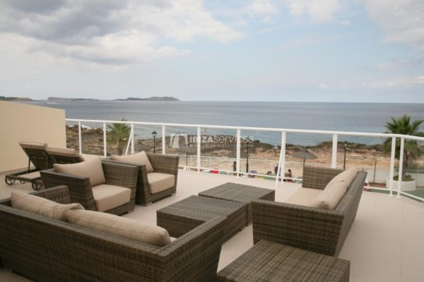 Seasonal rent apartment Cala De Bou front sea line