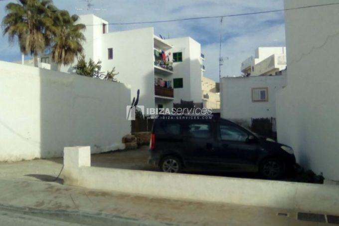 Plot for sale with a project to build 4 apartments St.Antonio