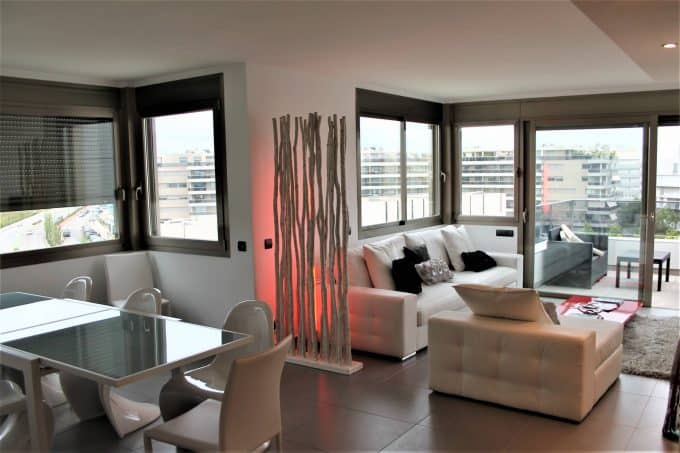 Annual rental apartment 3 bedrooms sea view paseo maritimo