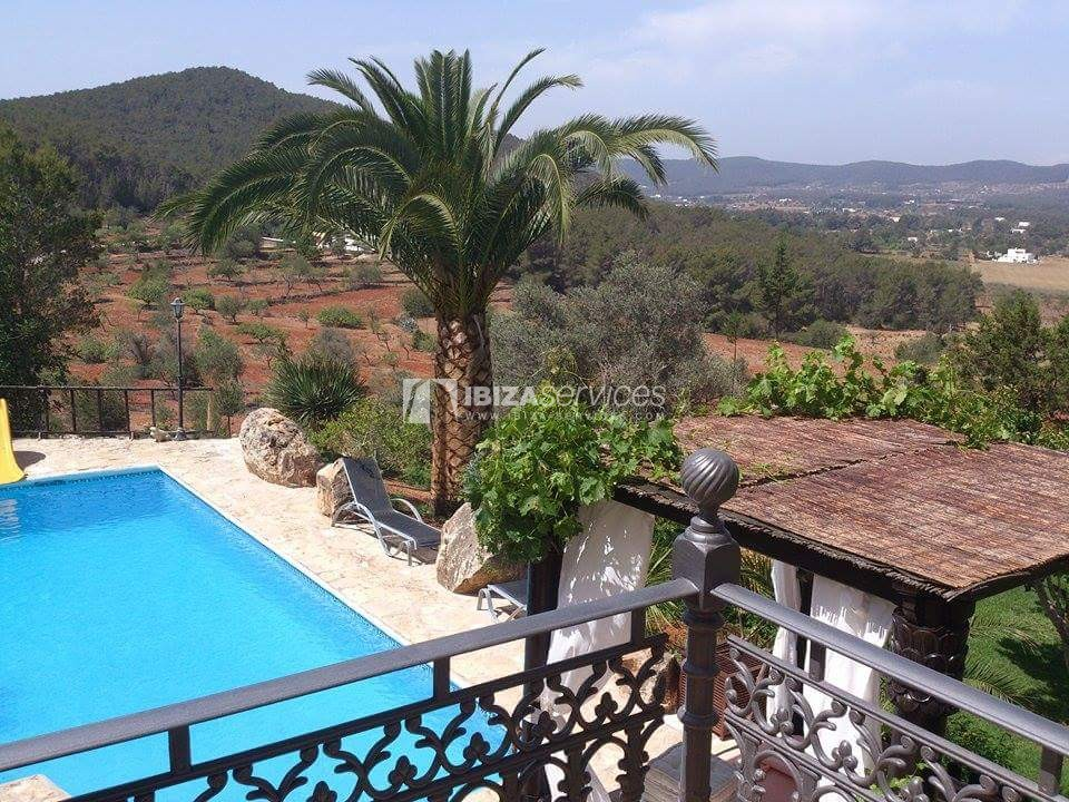 Typical ibiza country villa with pool facing sunset St.Miguel perspectiva 3