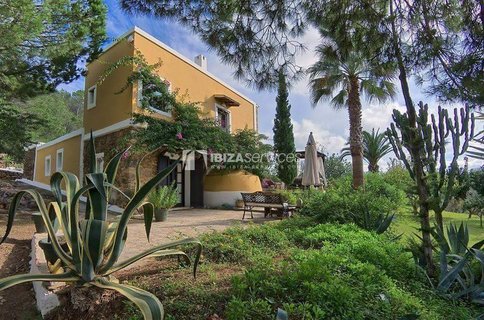 Typical ibiza country villa with pool facing sunset St.Miguel perspectiva 4
