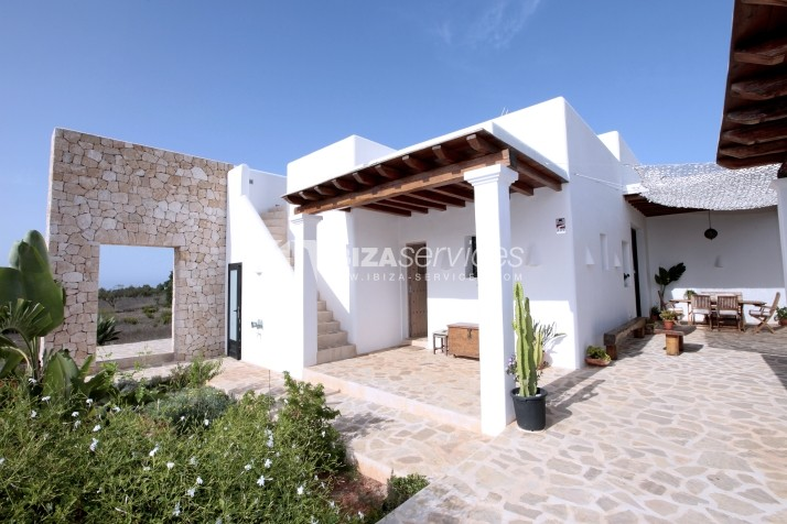 Rustic villa San Miguel 1 km from the beach perspectiva 2